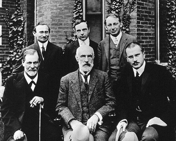 Clark University: Front row: Sigmund Freud, G. Stanley Hall, C. G. Jung; Back row: Abraham A. Brill, Ernest Jones, Sándor Ferenczi (Commons)